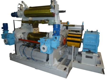 A Mixing Mill With Stock Blender and Hydraulically Operated Mill Guides